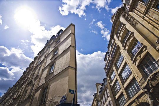 Immeuble triangulaire rue d'Argenteuil - Paris