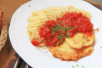 Piccata alla milanese (Kalbsschnitzel auf Nudeln)
