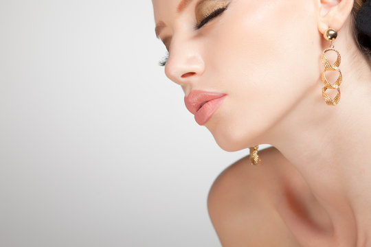 beautiful woman wearing jewelry, very clean copy space