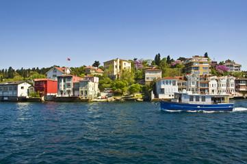 Maisons anciennes sur la rive asiatique du Bosphore - Istambul