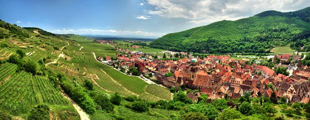 Prise de vue panoramique sur le village de kaysersberg.