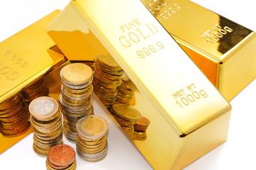 Lingots d'or et monnaie.