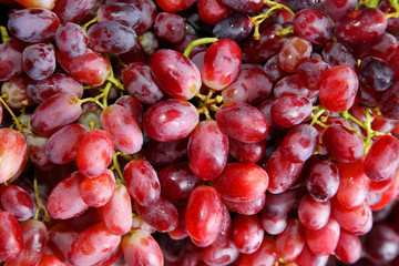 The close up of grapes in the market
