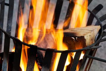 Ausschnitt brennender Feuerkorb