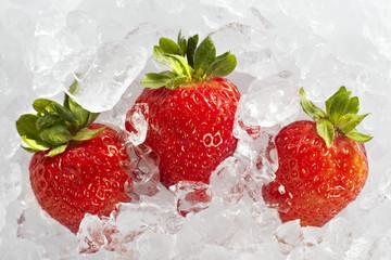 Foto op Canvas In het ijs Fresh ripe strawberries with ice cubes