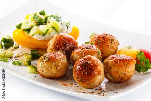 Сырные шарики на тарелке  № 2129844  скачать