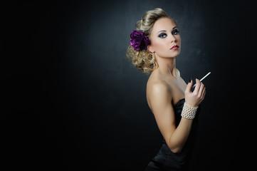 dama z papierosem
