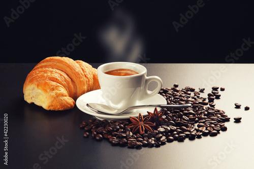 Чашка кофе с зернами  № 2153047  скачать