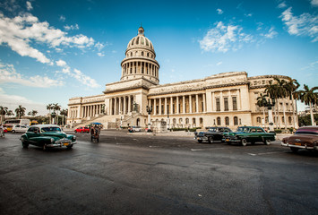 Photo sur Aluminium Voitures de Cuba Havana, Cuba - on June, 7th. capital building of Cuba, 7th 2011.