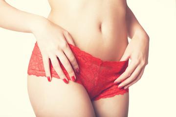 FEMME LINGERIE TANGE ROUGE PROFIL
