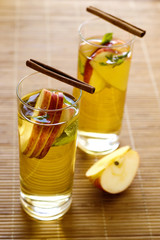 tea with apple and mint
