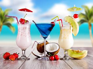 Obraz Summer drinks with blur beach on background - fototapety do salonu