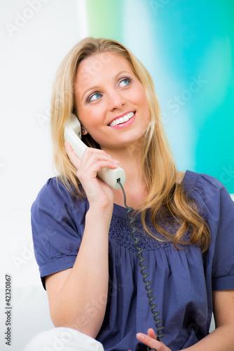 Frau flirtet frau an