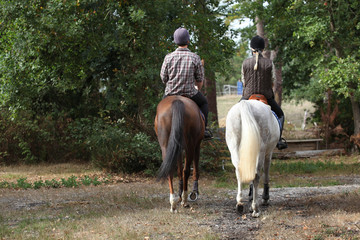 Papiers peints Equitation Couple riding in the countryside