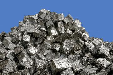gepresster aluminiumschrott  auf schrottberg