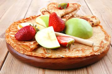 dessert : thin round pancake with honey