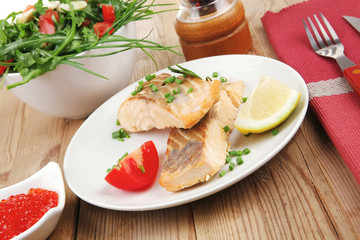 baked salmon strips with green vegetable salad and tomatoes