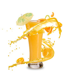 Papiers peints Eclaboussures d eau Orange cocktail with juice splash, isolated on white background