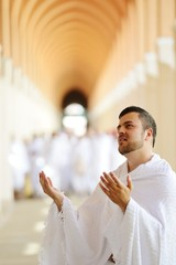 Fototapete - Muslim pilgrims at Miqat