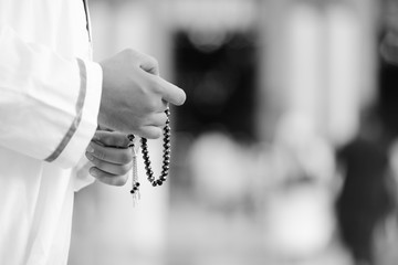 Fototapete - Rosary in hands