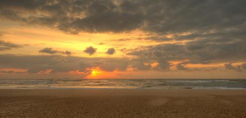 Coucher de soleil sur l'océan, photo panoramique