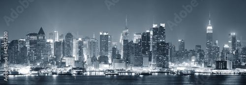 Wall mural New York City Manhattan black and white