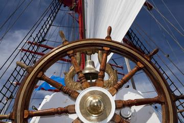 Steuerrad auf Segelschiff