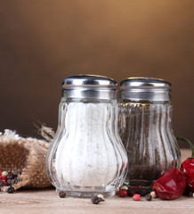 Salt and pepper mills and spices