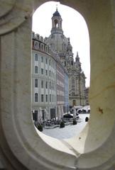 Durchblick zur Frauenkirche Dresden