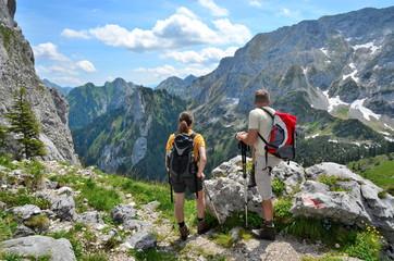 Zwei Wanderer im Hochgebirge