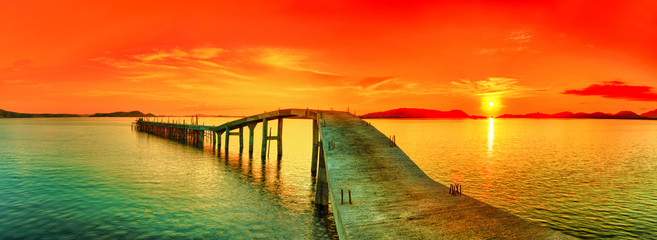 Photo sur Toile Rouge Sunset panorama