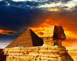 Fotobehang Egypte Great Sphinx and the Pyramids at sunset