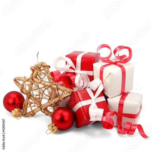 kleine weihnachtsgeschenke mit stern und kugeln stockfotos und lizenzfreie bilder auf fotolia. Black Bedroom Furniture Sets. Home Design Ideas