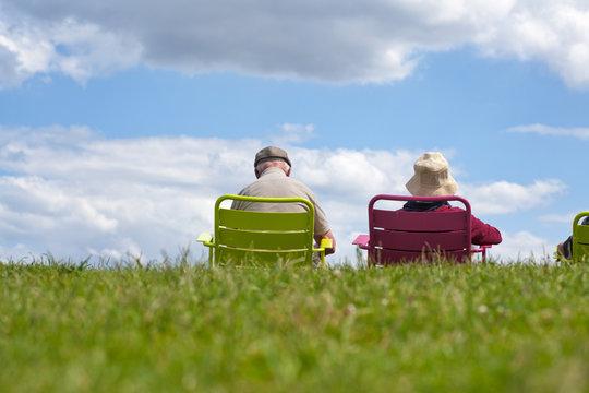 Rentnerpaar genießt den Ruhestand