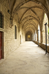 Der historische Innenhof der Nationalbibliothek in Barcelona