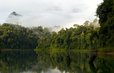 Утро на озере Чео Лан. Morning on Lake Cheo Lan.