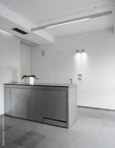 Mobile penisola di acciaio di cucina moderna immagini e for Abbonamento a cucina moderna