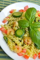 pasta con gamberi e zucchine