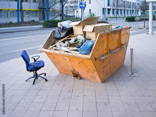 sperrm ll container stockfotos und lizenzfreie bilder auf bild 43100813. Black Bedroom Furniture Sets. Home Design Ideas