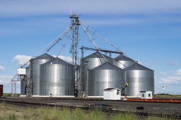 Metal grain storage silo facility