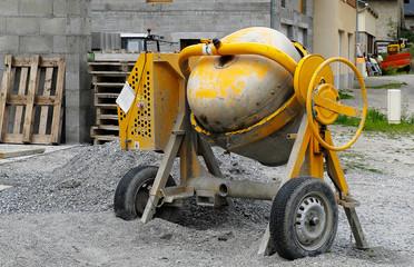 bétonnière de chantier jaune,construction