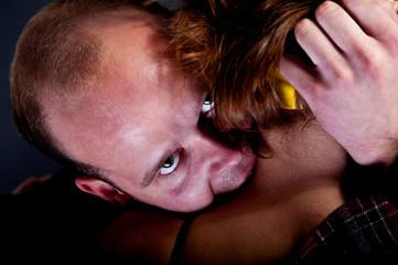 man bite a woman