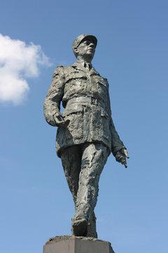 statue du général de gaulle, paris