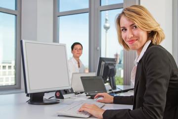 Kolleginnen im Büro
