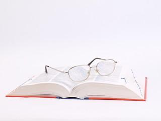 BOOK AND GLASSES - KSIĄŻKA I OKULARY