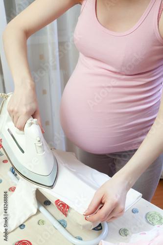 Почему беременным нельзя гладить живот 155