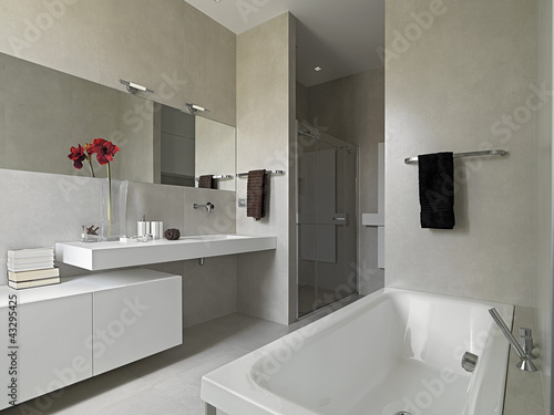 "Bagno moderno con vasca e box doccia in muratura"" stock photo and ..."