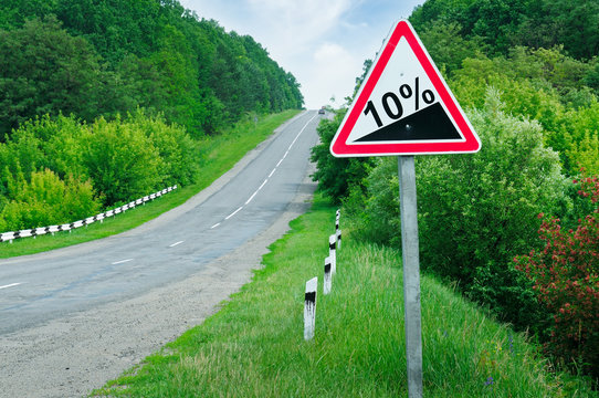 road sign steep slope
