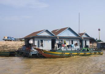 Дом на реке в камбодже House on the river in Cambodia