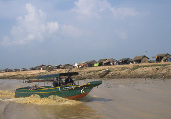 лодка на реке в Камбодже boat on the river in Cambodia